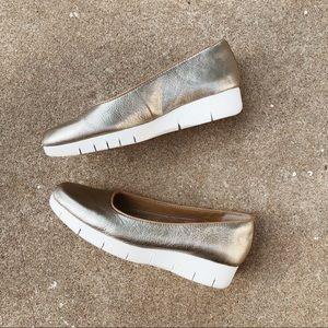 Clarks Daelyn Towne Slip On Sneakers - Metallic